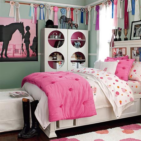 Show Horse Gallery - Pottery Barn Teen Equestrian Wall Mural